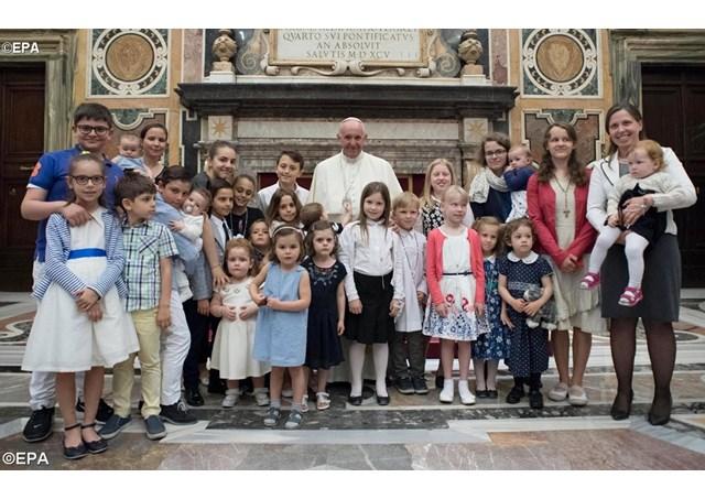 Papa com os membros das Associações Familiares Católicas - EPA