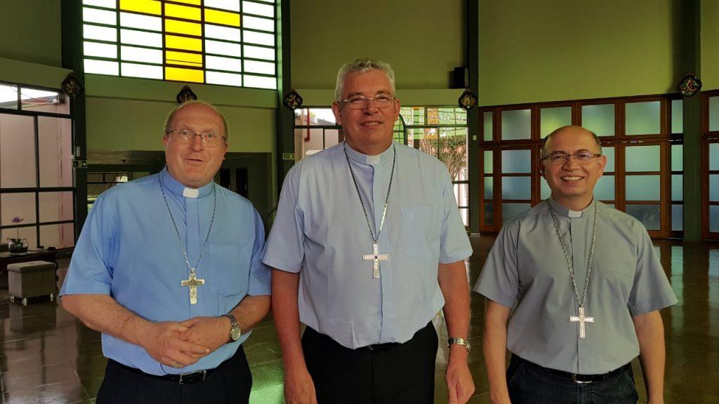 Da esquerda: Dom José Antônio Peruzzo, Dom Geremias Steinmetz e Dom Amilton Manoel da Silva
