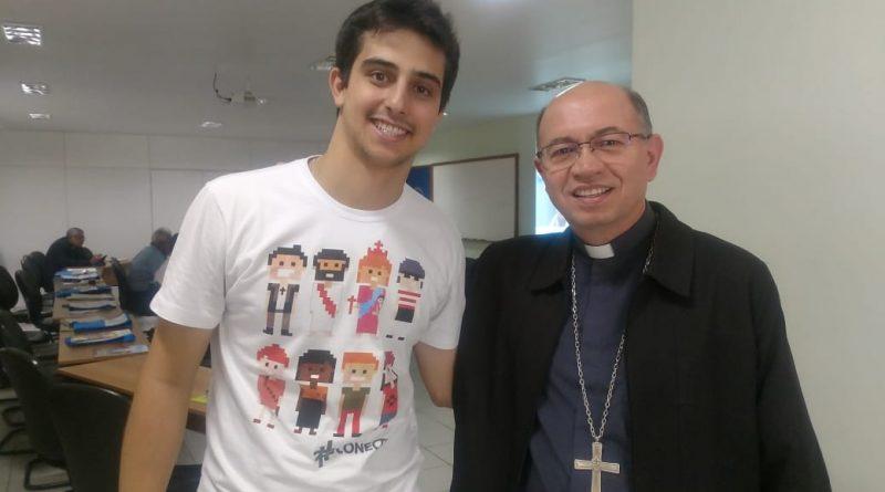 Dom Amilton e o jovem Lucas Barboza