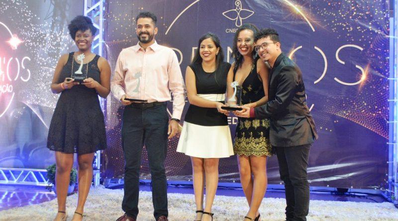 Entre os premiados, três jovens universitários
