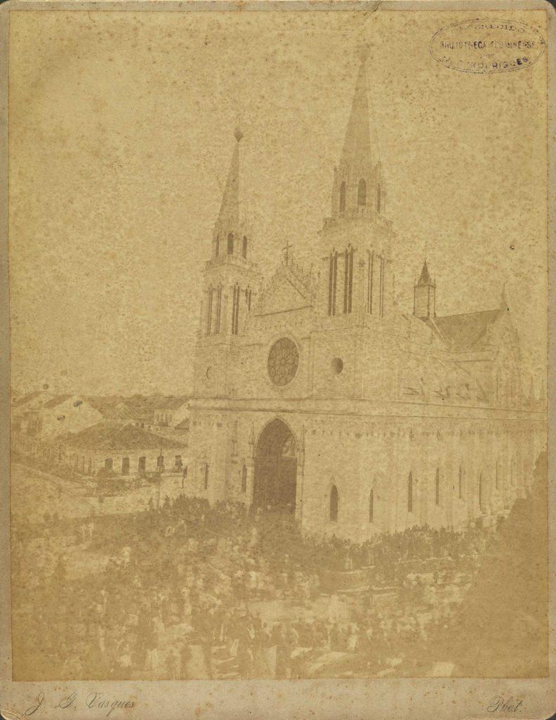 a-catedral-e-o-povo-acorrendo-a-ela-no-dia-de-sua-inauguracao-7-de-setembro-de-1893
