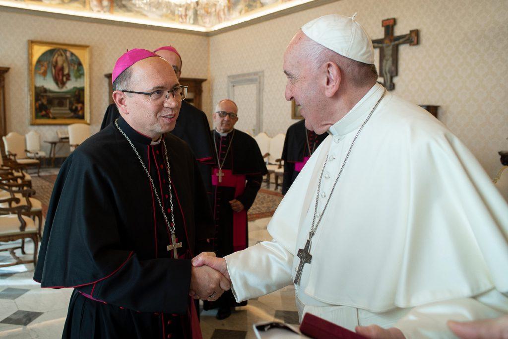 Dom Amilton com o Papa Francisco - foto enviada pelo bispo. Credito - Serviço Fotográfico do Vaticano