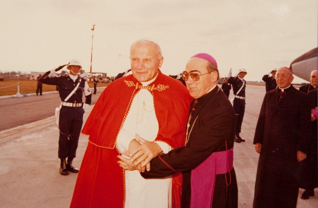 São João Paulo II e Dom Pedro Fedalto - chegada a Curitiba / Arquivo Arquidiocese de Curitiba