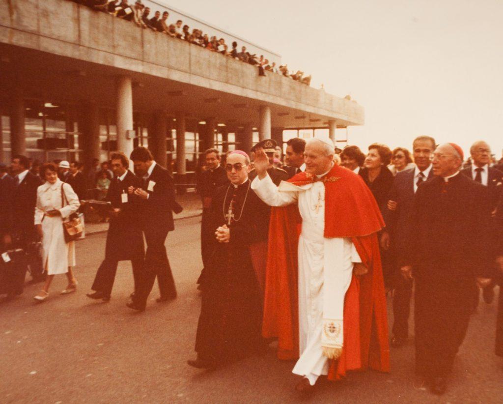 São João Paulo II na chegada ao Centro Cívico / Arquivo Arquidiocese de Curitiba