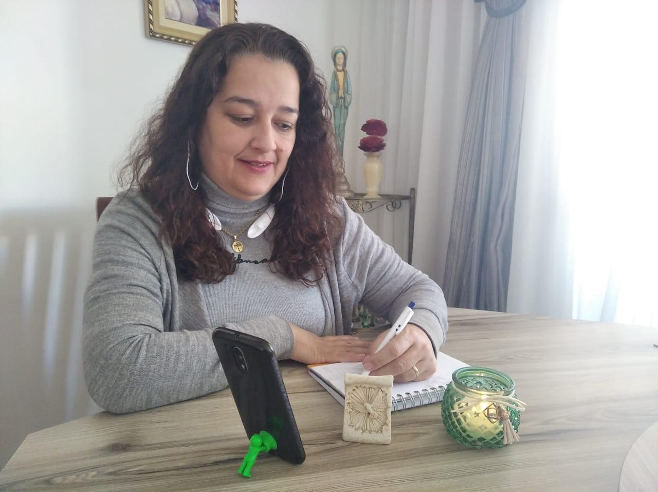 Flávia Rodrigues, voluntária marista na Escuta Solidária