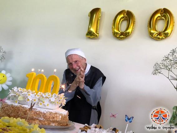 Madre Chantal na celebração dos seus 100 anos de idade - reprodução mosteirodoencontro.org.br