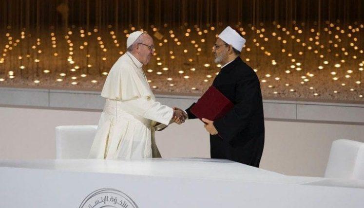 Papa Francisco e o Grão Imame de Al-Azhar, Ahmad Al-Tayyib assinam documento histórico para a paz mundial (Foto: CNBB)