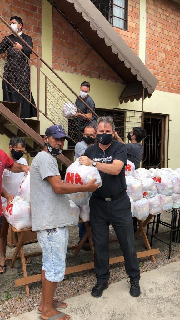 A entrega de alimentos para as famílias cadastradas prossegue até quinta, dia 25. (Foto: Movimento Vila Torres)