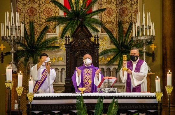 A missa em comemoração ao aniversário da cidade foi celebrada por Dom Peruzzo (Foto: Daniel Castellano - SMCS)