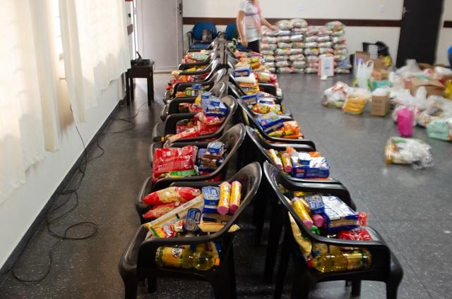 Na Paróquia São Jorge (bairro Portão), mais de 800 Kg de alimentos foram arrecadados (Foto: Pascom)