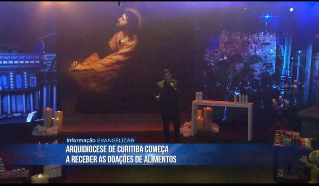 """Os alimentos foram arrecadados durante a live """"Compromisso de Amor"""", em março (Imagem: Rede Evangelizar)"""