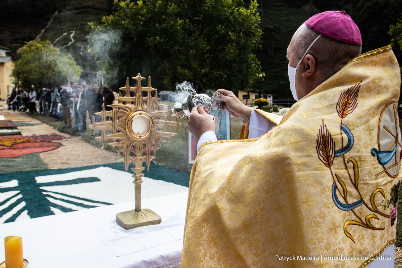0106-fonte-de-misericordia-d-peruzzo-no-altar