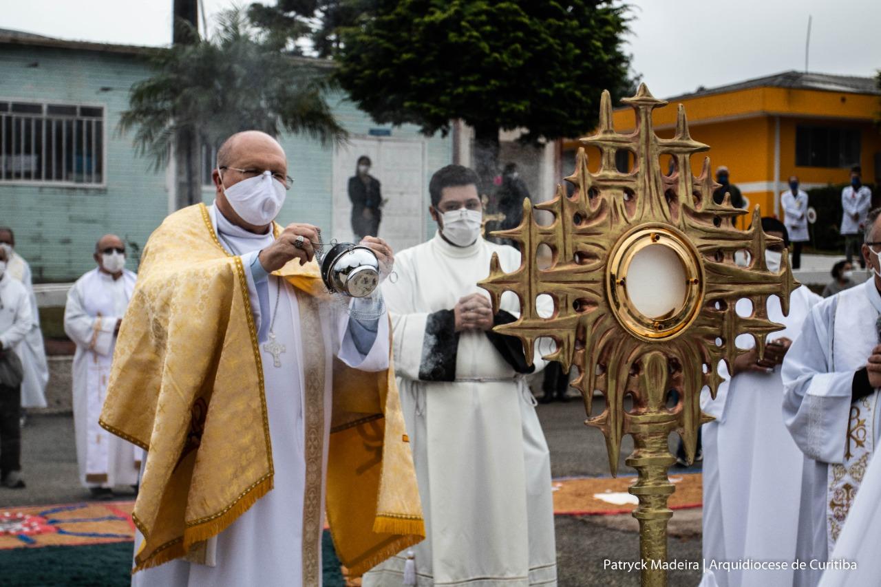 A celebração foi conduzida por Dom Peruzzo (foto: Patryck Madeira/ Arquidiocese de Curitiba)