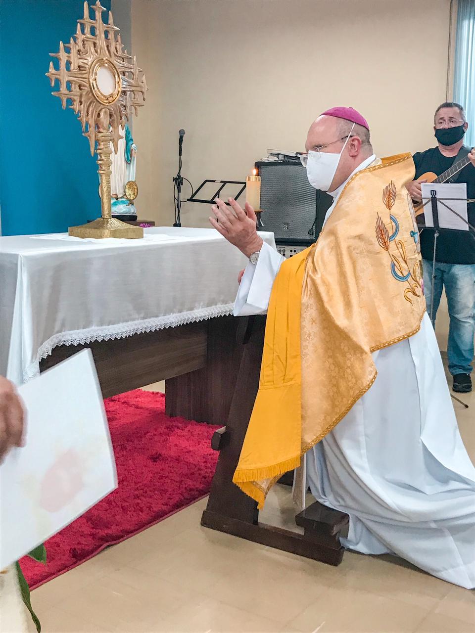 Dom Peruzzo em celebração na Casa do Migrante (Foto: Arquidiocese de Curitiba)