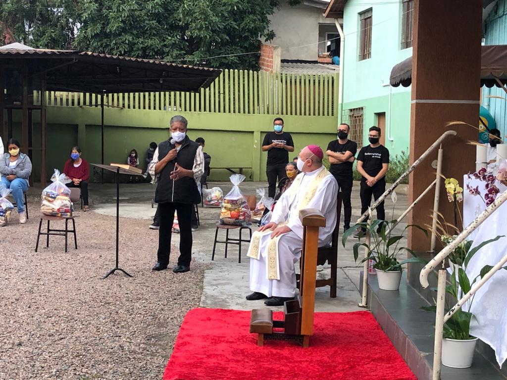 Morador dá testemunho pessoal sobre a importância do Movimento SOS Vila Torres (Foto: Arquidiocese de Curitiba)