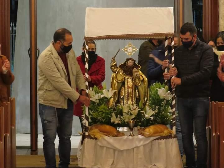 Entrada da missa com a imagem do Profeta Elias